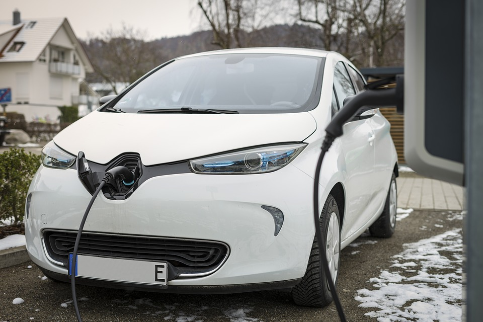 Range Figures For Electric Cars Need An 'Urgent Rethink'