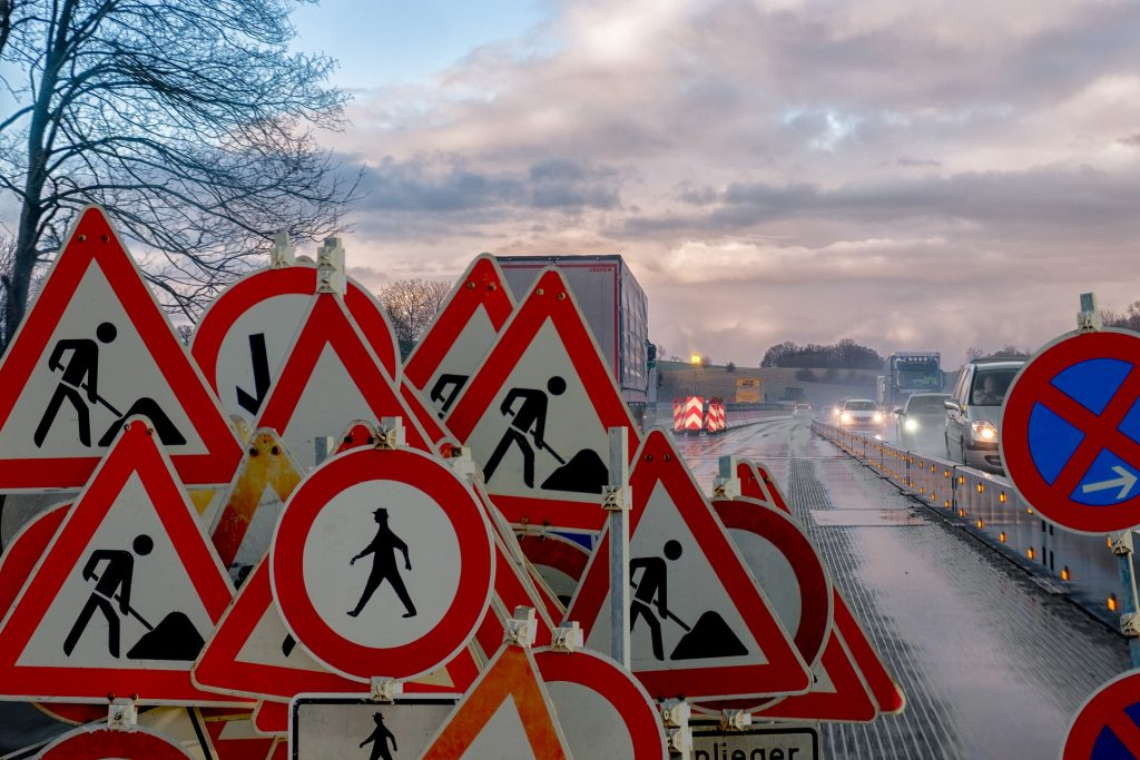 Road Signs And Signals Will Be 'Decommission' By 2027