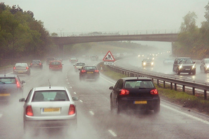 Drivers Want Motorway Speed Limits Reduced In Wet Weather